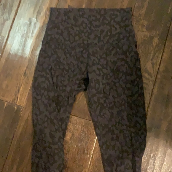 Dark camo lululemon leggings